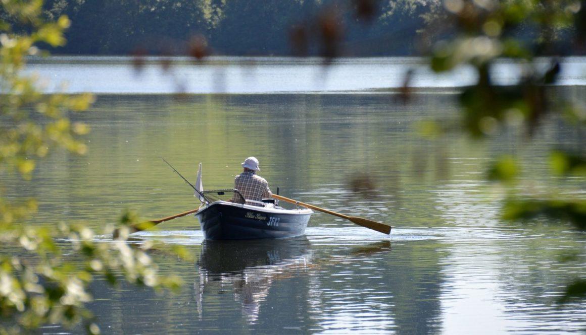 rowing-boat-1506341_1920